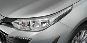 ชุดแต่ง Toyota Yaris ATIV 2017 : คิ้วไฟหน้าสีดำ Black Headlamp Garnish