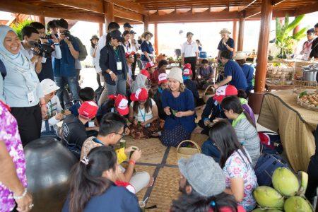 เยาวชนอาเซียน 12 ประเทศ เยี่ยมชมศูนย์นาสาธิตรัชมงคล