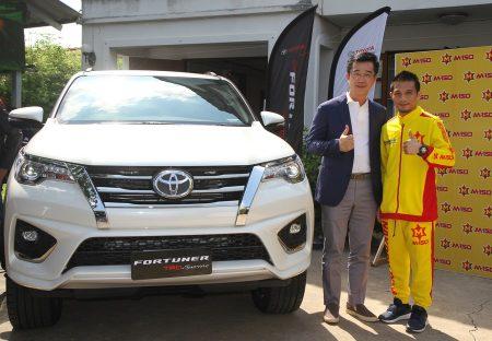 """โตโยต้า ร่วมแสดงความยินดี กับ """"เจ้าแหลม"""" ศรีสะเกษ นครหลวงโปรโมชั่น มอบ ฟอร์จูนเนอร์ รถยนต์ในฝัน แสดงความขอบคุณที่มอบความสุขให้คนไทย"""