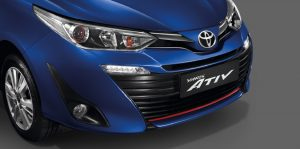 Toyota Yaris Ativ : กระจังหน้าโครเมียมรมดำ