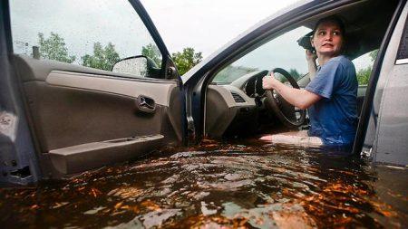 flood_car_drive_01