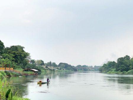 """กินลม ชมวิวแม่น้ำแม่กลอง """"ชายสมัย คาเฟ่""""จ.กาญจนบุรี"""