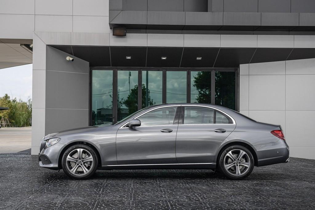 Mercedes-Benz  เปิดตัว E 220 d Sport เครื่องยนต์ดีเซล พร้อมรถยนต์ปลั๊กอินไฮบริด E 350 e รุ่นเพิ่มอุปกรณ์