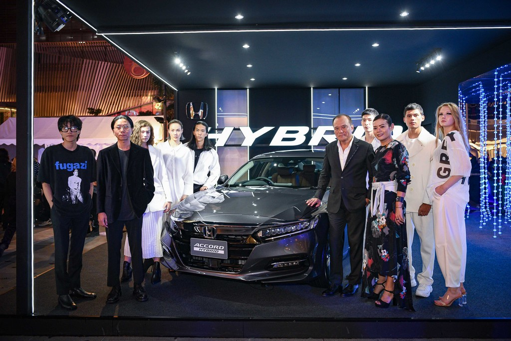 GREYHOUND Original Presented by All-new Honda Accord Hybrid