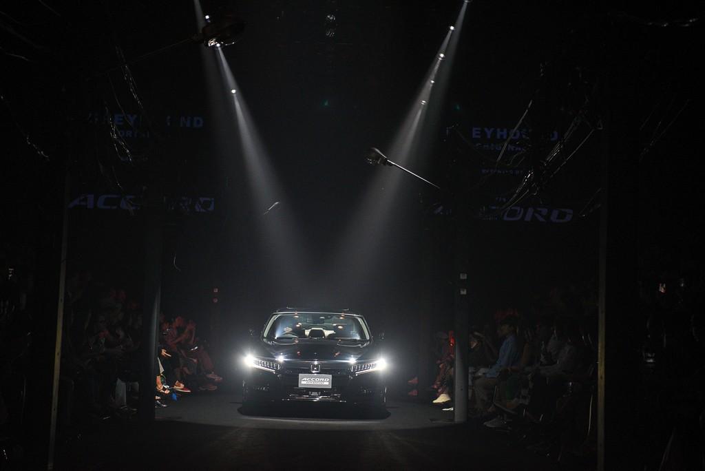 GREYHOUND Original Presented by All-new Honda Accord Hybrid